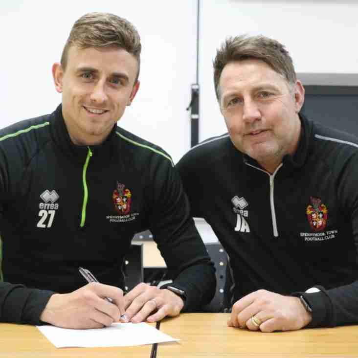 Taylor Made For Moors As Striker Stays Until 2021