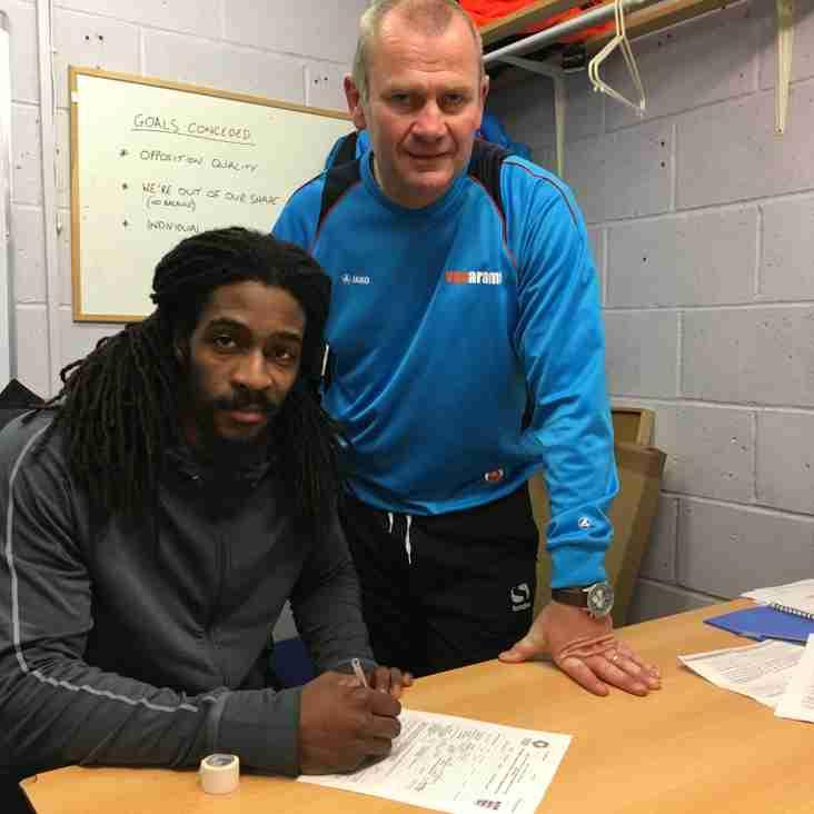 Dowse signs Granadan international