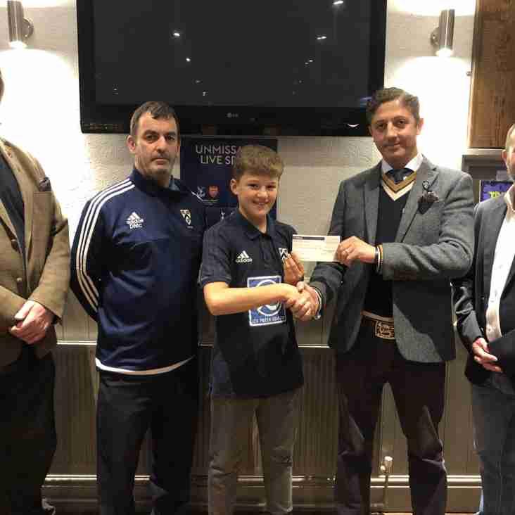 GTCC receive donation for Junior Cricket.