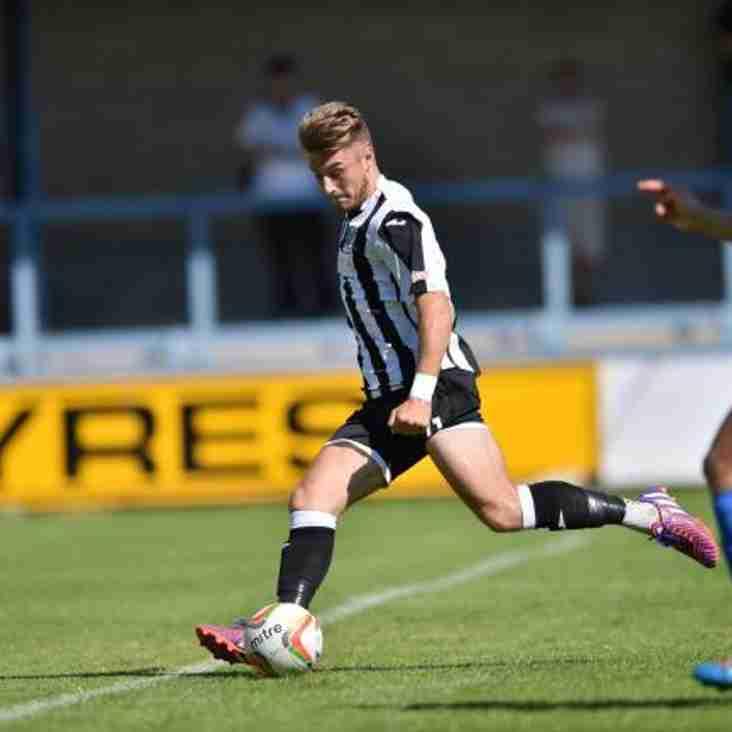 Tony Lee signs for Gosport Borough