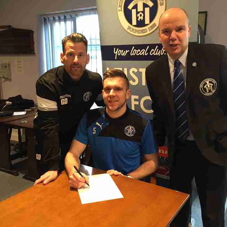 Defender agrees a new deal at Victory Road
