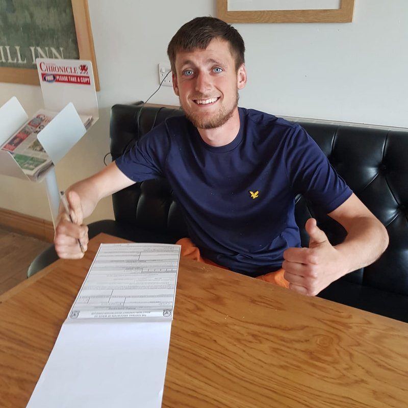 Callum Signs on the dotted line