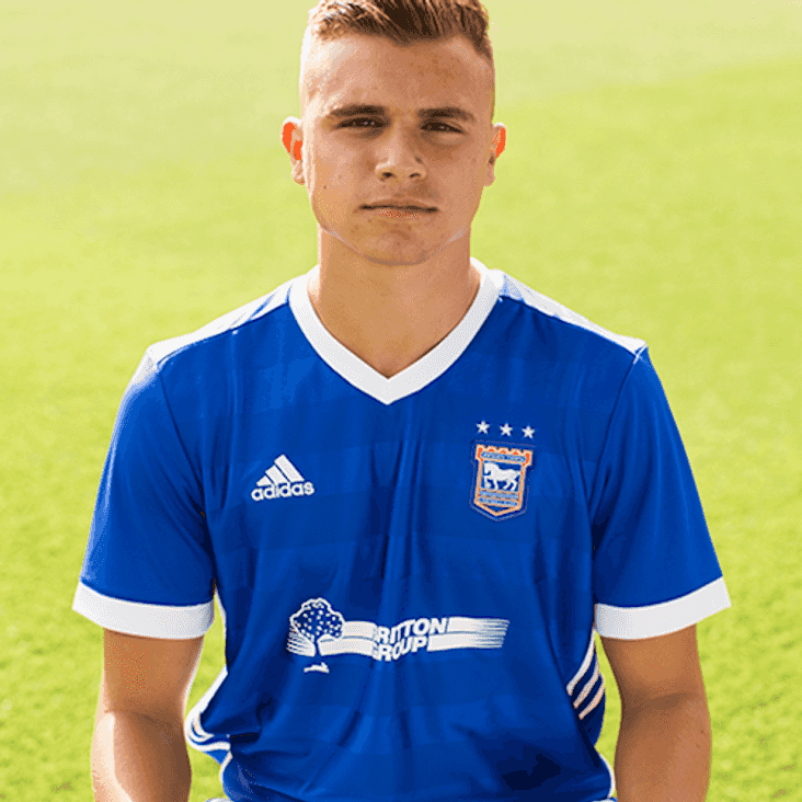 Trawlerboys bring in Ipswich defender