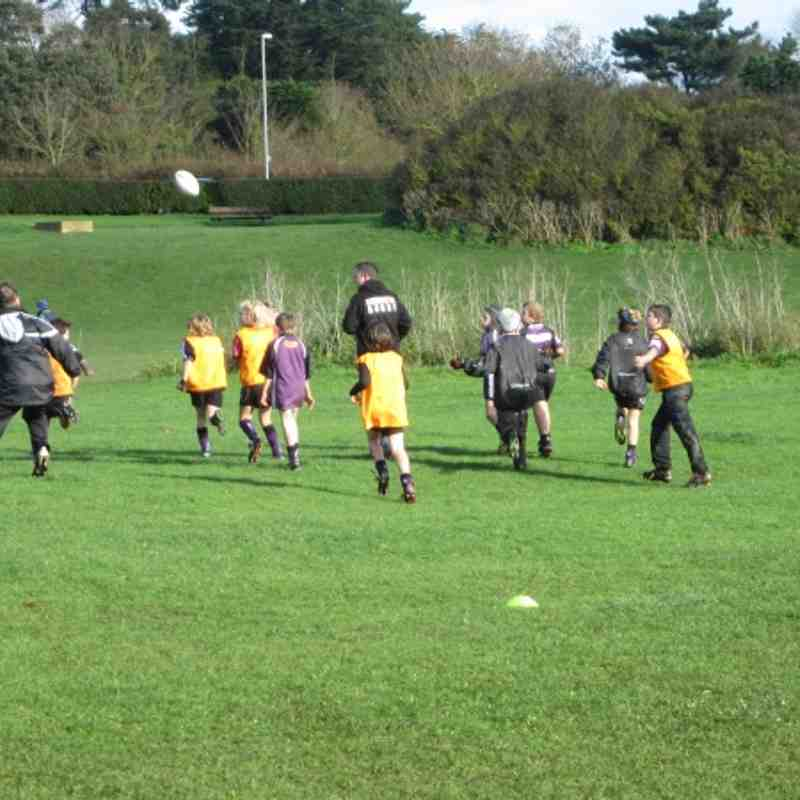 U10s 4/11/12 match cancelled so fun training session down The Maer