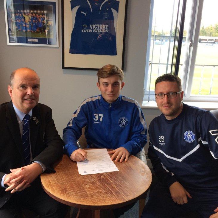 Midfielder Josh Moore signs contract until end of season<