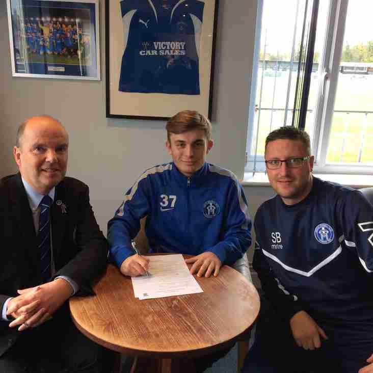 Midfielder Josh Moore signs contract until end of season