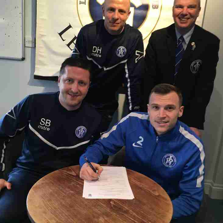 Kyle Hammond signs a new contract