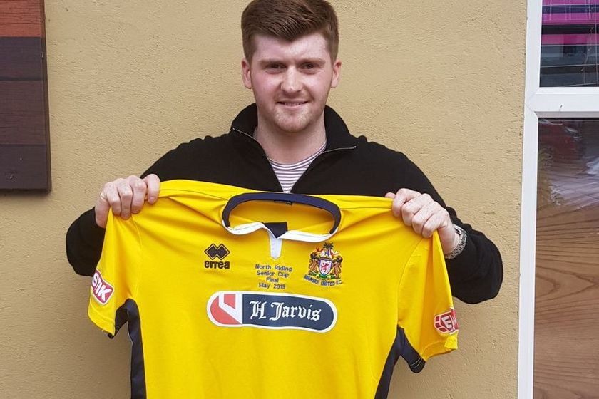 Waters signs for the Seasiders