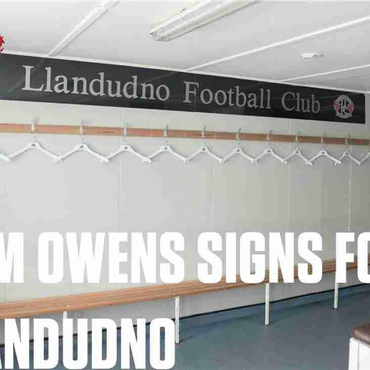 Tom Owens signs for Llandudno
