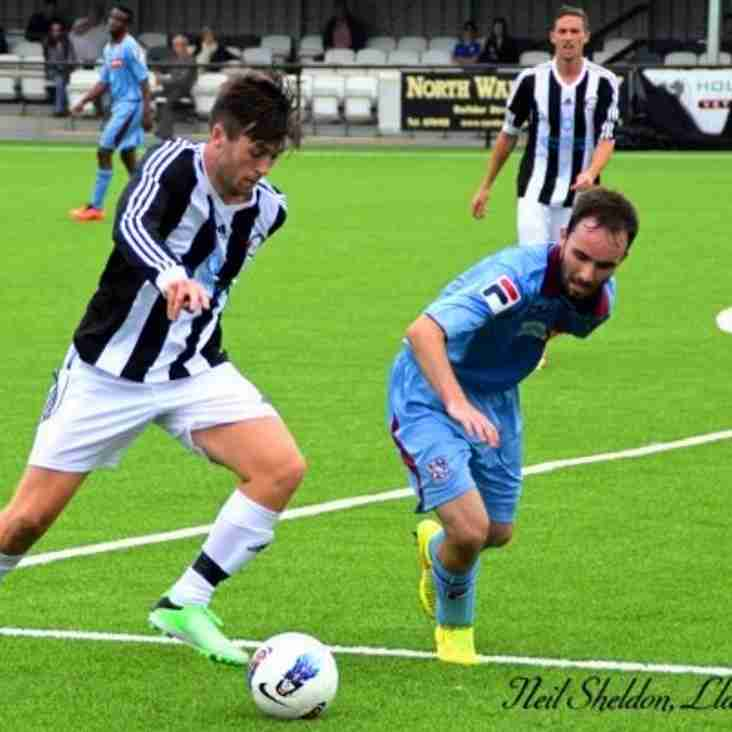 Dean Seager signs for Llandudno