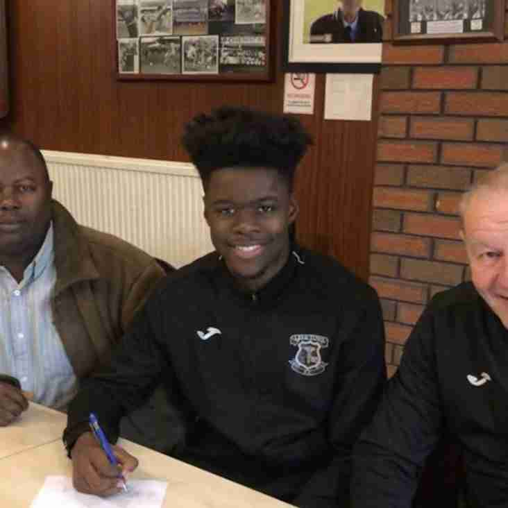Student Jessy signs first team contract