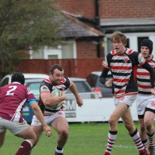 Novos 33, Meds 28 - Novos Win Battle of the Roundabout