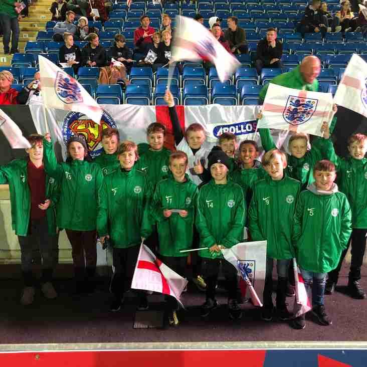 U12 White enjoy their trip to watch England!