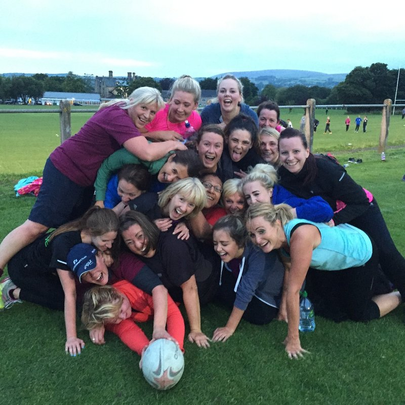 Women's pitch up and play