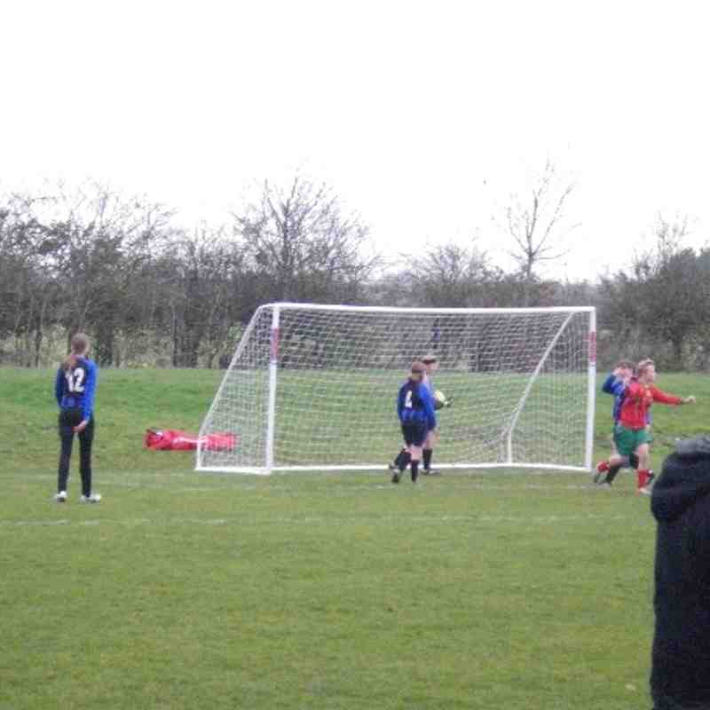 2013 U 12 Girls on the pitch