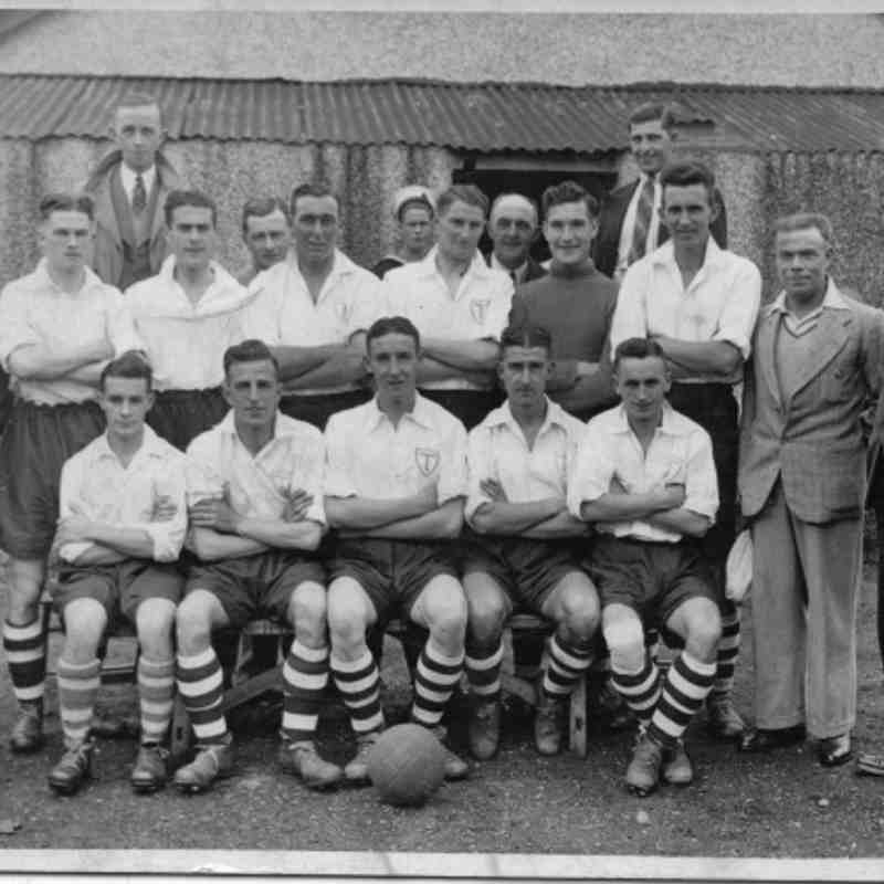Totton FC- Rear Left - Right: W Hughes, H Gook, L Coleman, P Hurst.