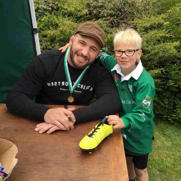 RWC 2015: Joe Marler gets last minute advice (and a yellow boot) at Heathfield ......H&W RFC