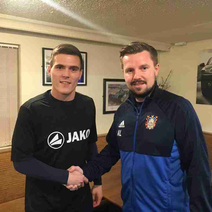 Farsley make signing to bolster defence