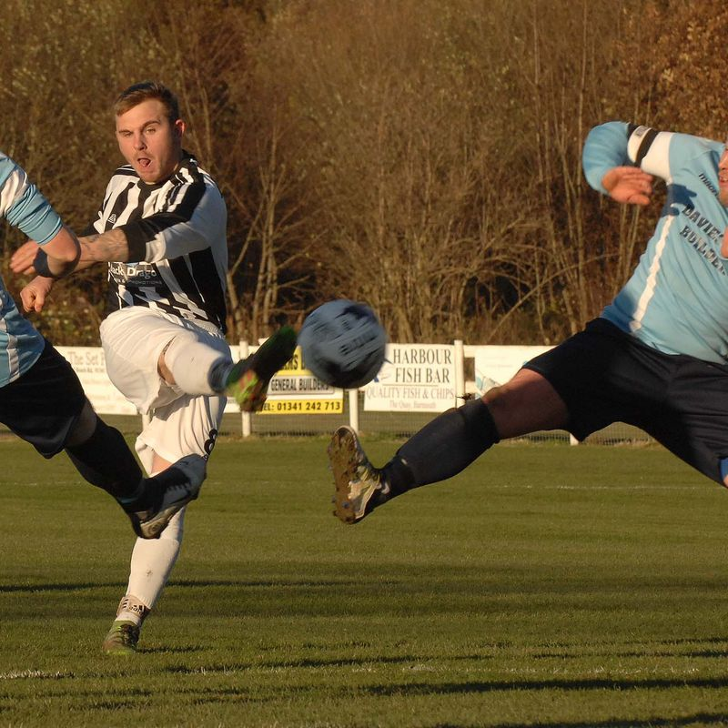Magpies come back from 0 -2 down to earn a thoroughly deserved point at the Wern