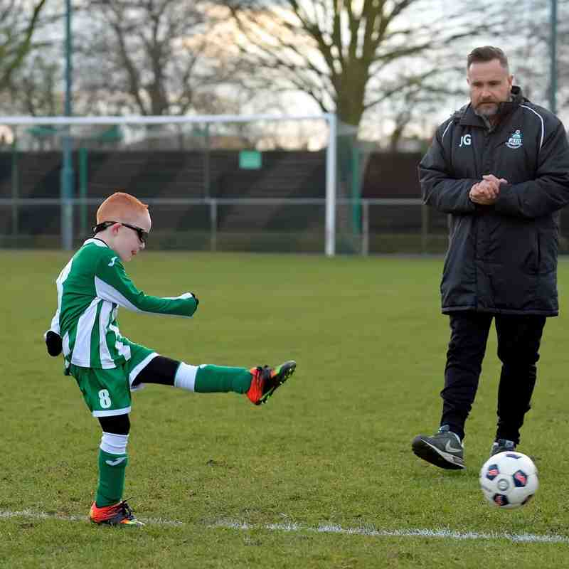 Great Wakering Colts U7 Lions & Tigers match mascots v Thamesmead Town 27th February 2016