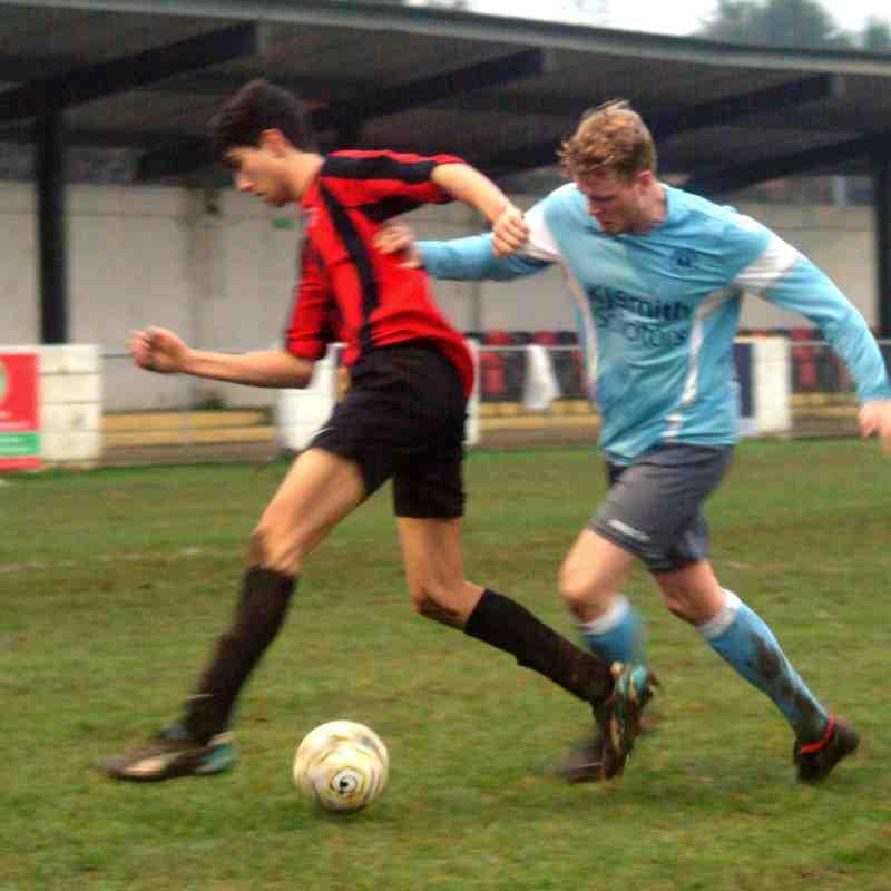 Woodley Utd v Sandhurst Town