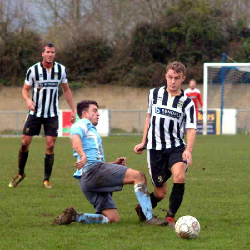 Woodley Utd v Lydney