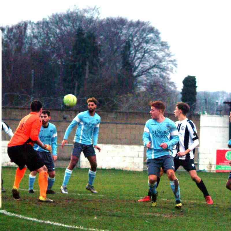 Woodley Utd v Pewsey Vale
