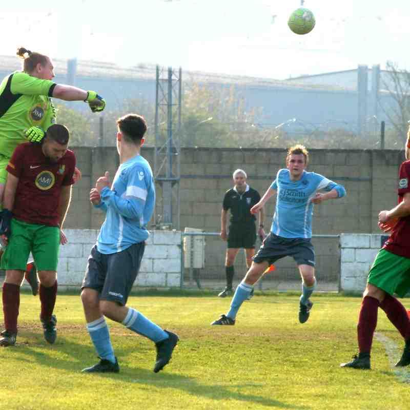 Woodley Utd v Holyport