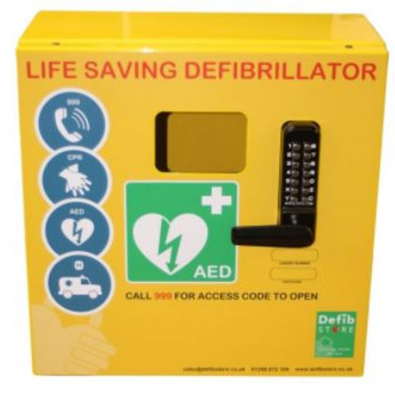 Defibrillator donated to Cinderford Town AFC