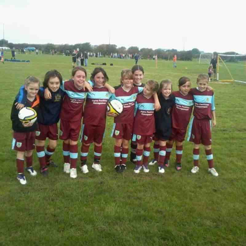 burnley girls Burnley fc ladies, burnley, lancashire 11k likes our girls and ladies represent burnley football club, wearing the famous claret and blue shirts.