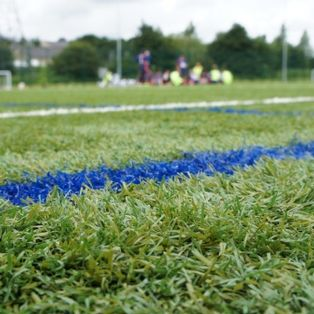 Artificial pitch - Real team performance