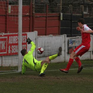 Robins win battle of the Play-Off Contenders