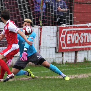 Robins win hard-fought encounter