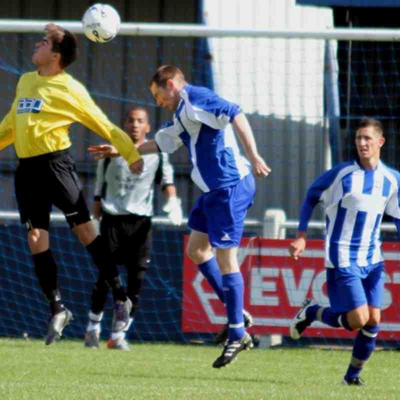 Feltham FC 0-2 Westfield 270811 Jsg