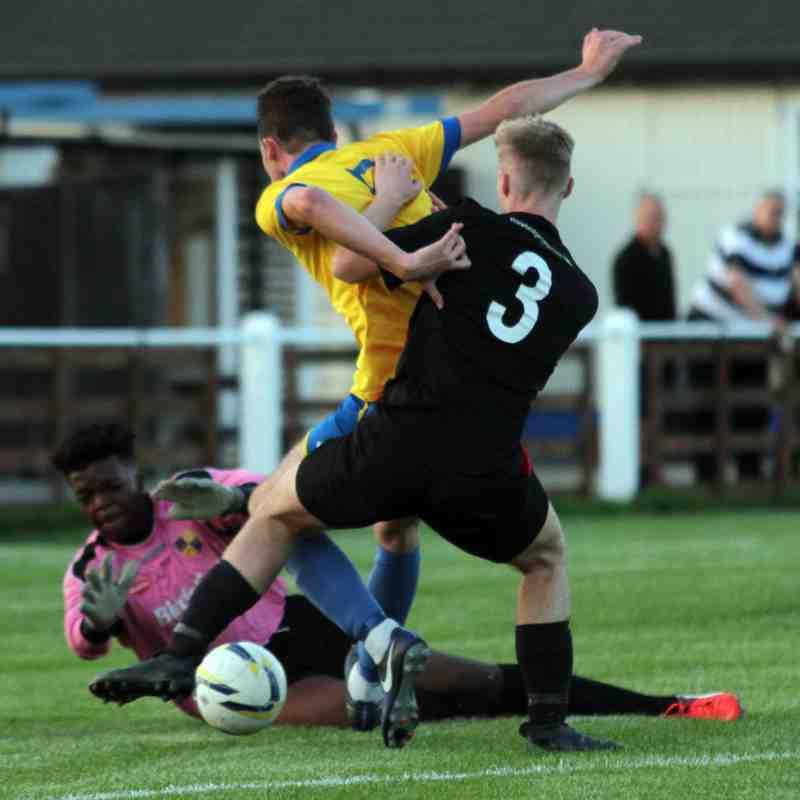 Bedfont & Feltham V Cobham FC 150817 ©J.Ginger