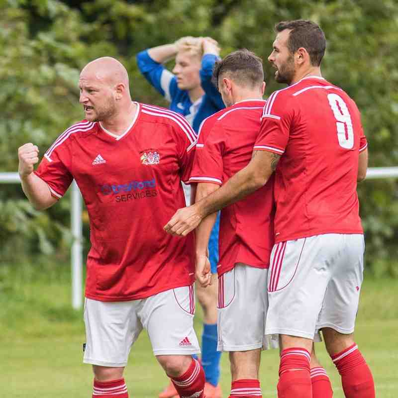 Uppermill v Heys (29 August 15) courtesy of Russell Lee Photography