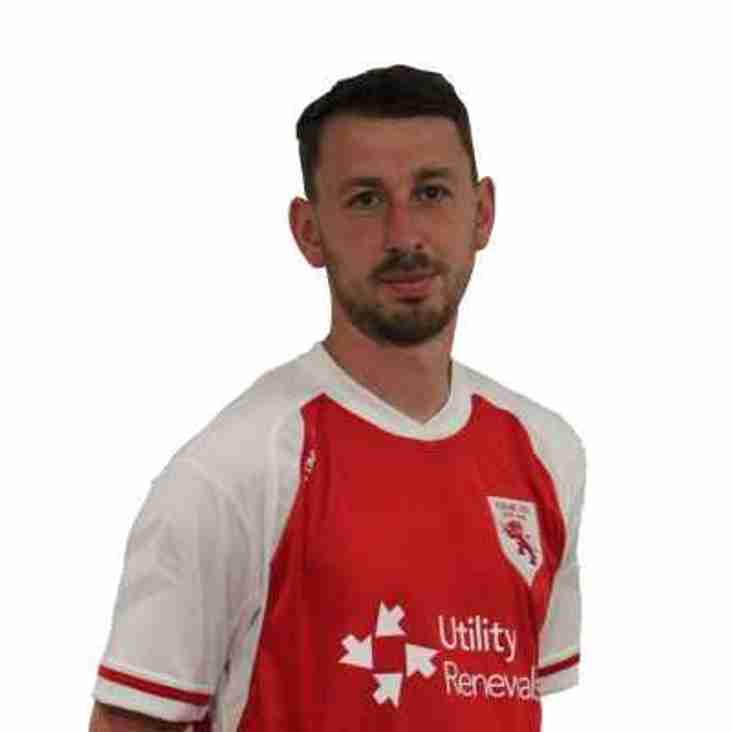 Ayres signs in at Heys