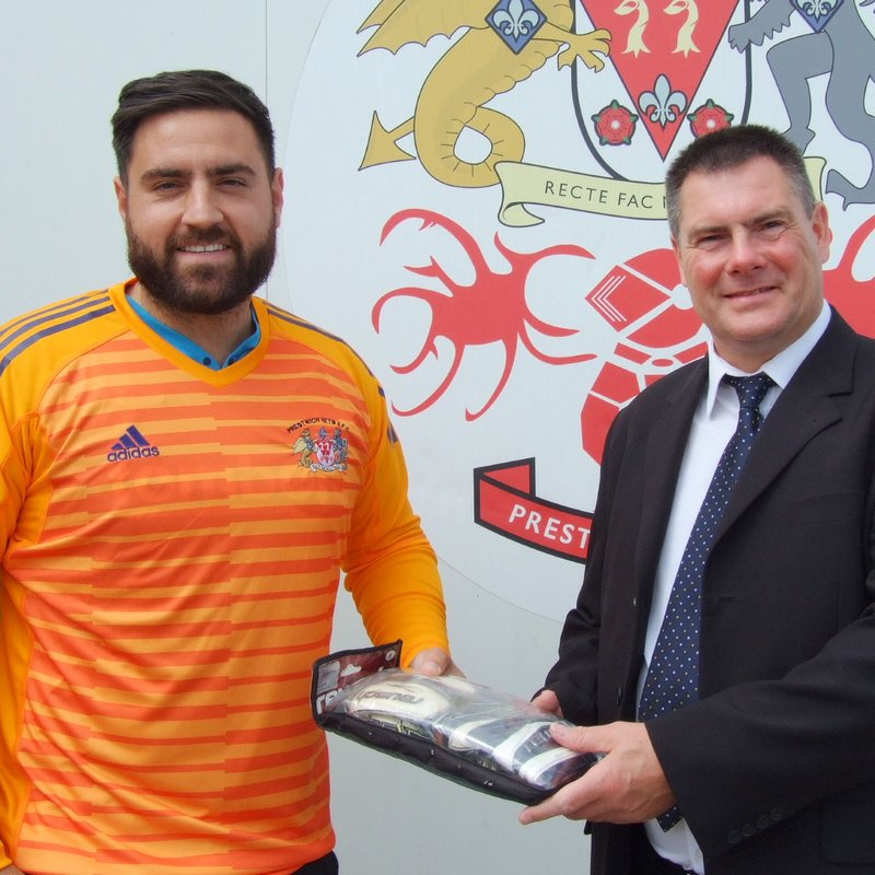 Michael Smith receives his Reusch 1st Division Goalkeeper of the Month Award for April