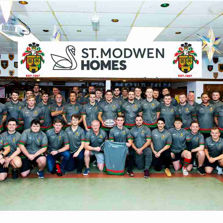 DUNVANT RFC SCORES NEW SHIRTS WITH HELP FROM  ST.MODWEN HOMES