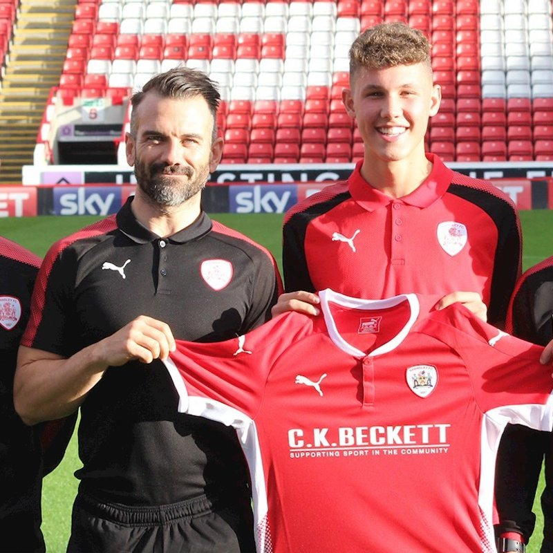 Former player Matty Wolfe signs professional contract!