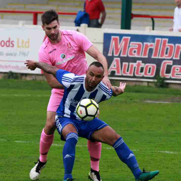 Striker agrees deal to stay