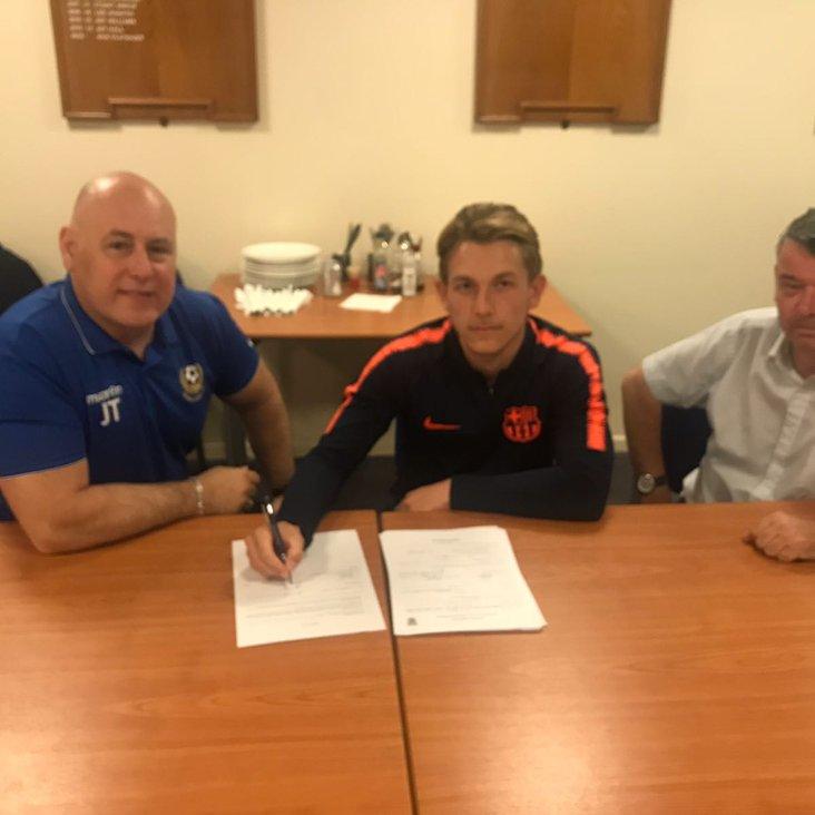 Ashton Grant signs up<