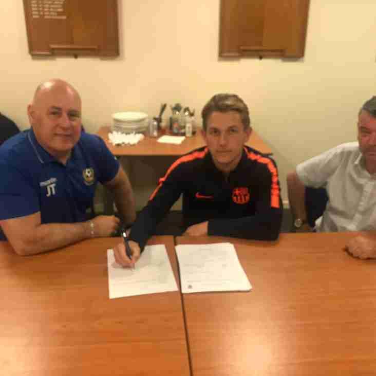 Ashton Grant signs up