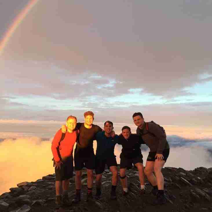 Melbourne players complete 3 peak challenge