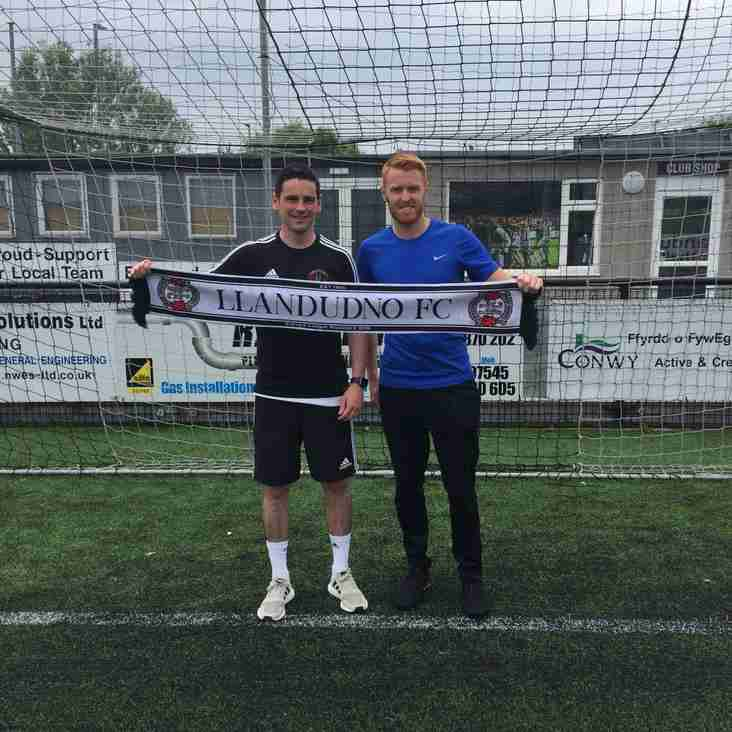 Holywell Stalwart Steve Thomas Latest Addition To New Look Squad