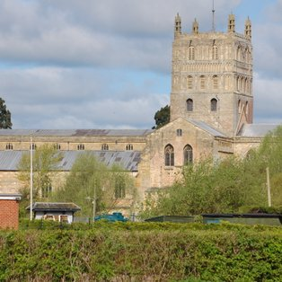 Tewkesbury Abbey bells toll for a Clifton win