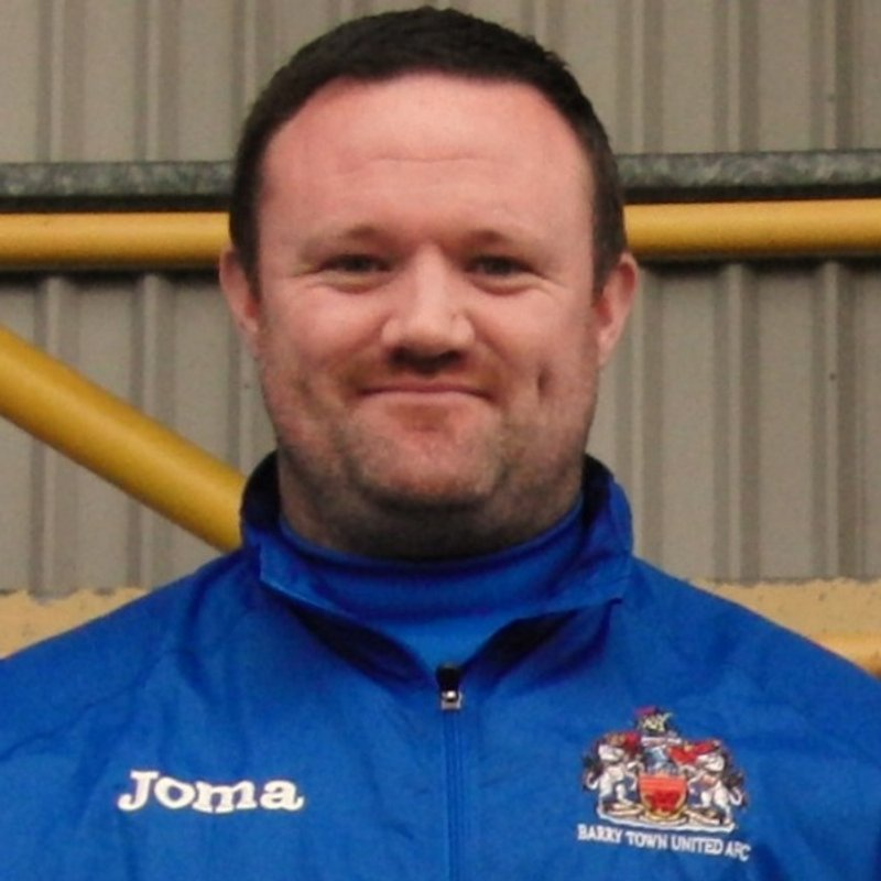 Manager Gavin Chesterfield signs contract