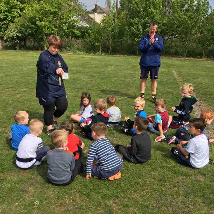 Under 6s enjoy a sunny training session!
