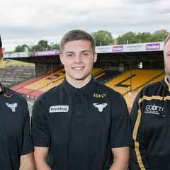 Wyke's Cameron Scott signs for the Bulls