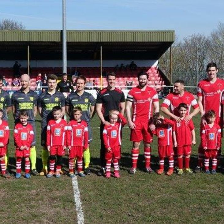 Buckley Juniors U6&#039;s mascots for the day<